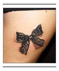 Tattoo lace bow for back of legs Lazo Tattoo, Moños Tattoo, Tattoo Lace, Lace Bow Tattoos, Tatoo 3d, Tattoo Trend, Cover Tattoo, Tattoo Thigh, Garter Tattoos