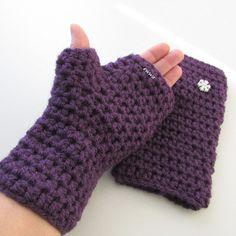 Návleky+na+ruce+Háčkované+návleky+na+ruce+-+bezprsté+rukavice,+velikost+uni,+pružné,+teplé,+celk.+délka+23+cm,+vhodné+ještě+přes+slabší+prstové+rukavice,+barva+tmavě+fialová,+můžete+přidat+ještě+k+této+soupravě,+praní+-+jemné,+ruční