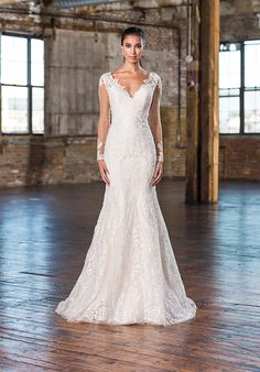 Mermaid styled wedding dress with V-neckline and lace appliqué details I Style: 9831 I Justin Alexander Signature I http://knot.ly/6496BIfJi