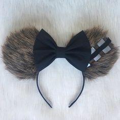 DIY Disney Ears Crafting Tutorial - Ideas of Star Wars Outfits - chewbacca ears so so cute fun star wars mickey mouse ears Disney Diy, Walt Disney, Disney Cute, Diy Disney Ears, Disney Mickey Ears, Disney Crafts, Disney Trips, Mickey Ears Diy, Mini Mouse Ears Diy