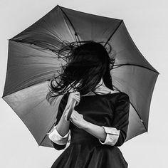 """🏻""""Ne Királyné légy, hanem Királynő. Találd meg a saját középpontodat. A saját szívedben bízz és Önmagad erejében!"""" #napipozitiv #napiutravalo @docsszilvia Wind And Rain, Best Resolution, Raincoat, Neon, Image, Colorful, Woman, Signs, Medium"""