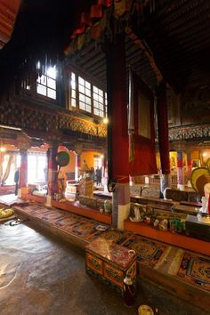 I show you why to visit the Drepung & Sera monastery and see the monks debating with text & photos. Both are worth a day trip when in Lhasa.