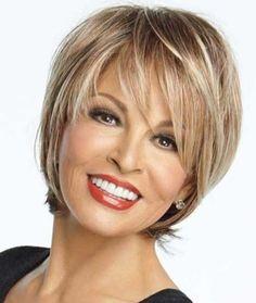 coupe de cheveux courts pour femme de 50 ans