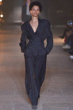 Isabel Marant Fall 2017 Ready-to-Wear Fashion Show - Lineisy Montero (Next)
