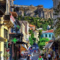 Meanwhile under the Acropolis in the beautiful streets of Plaka in Athens. There's no place like Greece. #greece #athens #parthenon #acropolis #plaka #greek #greeks #greeklife #frappe #hellas #summer #vacation #travel #heaven #vacations.