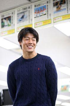 「ハネタク」の愛称で人気急上昇――。リオデジャネイロ五輪カヌー・スラロームのカナディアンシングルで日本カヌー界初の銅メダルをつかんだ羽根田卓也(29)=ミキハウス=が12日、東京・築地の朝日新聞東京… Men Sweater, Guys, Sweaters, Mens Tops, T Shirt, Fashion, Supreme T Shirt, Moda, Tee Shirt