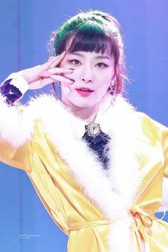 Seulgi: Are One Idols // seulgi red velvet ❤️ Red Velvet Seulgi, Red Velvet Irene, South Korean Girls, Korean Girl Groups, Kang Seulgi, Girl Crushes, Kpop Girls, Asian Beauty, Female
