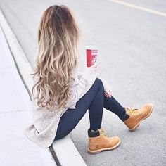Morning coffee running outfit timberland, women's timberland boots, outfit with timberlands, timberlands women Legging Outfits, Timbs Outfits, Mode Outfits, Outfit With Timberlands, Grunge Outfits, Fall Winter Outfits, Autumn Winter Fashion, Timberland Stiefel Outfit, Timberland Outfits Women