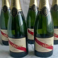 Onnellista uutta vuotta kaikille seuraajille! @ghmumm #champagne #samppanja #uusivuosi2017 #juhlat #kuplivaa #wines#winelover#winegeek#instawine#winetime#wein#vin#winepic#wine#wineporn herkkusuu #lasissa #Herkkusuunlautasella