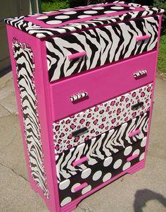 Hot pink and zebra dresser. I would like all the drawers done in zebra. Pink Dresser, Pink Desk, My New Room, My Room, Furniture Makeover, Diy Furniture, Zebra Decor, Ideas Para Organizar, Crafts