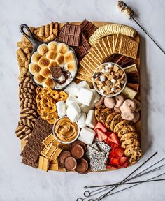 Charcuterie Recipes, Charcuterie And Cheese Board, Charcuterie Platter, Cheese Boards, Dessert Platter, Snack Platter, Party Food Platters, Aesthetic Food, Fall Recipes