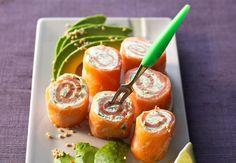 Summer Christmas smoked salmon cream cheese and herb rolls Les bouchées de saumon aux herbes -  recettes de Noël  - Cuisine Actuelle