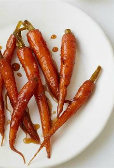 These smoky candied carrots are delicious. Candied Carrots, Dishes To Go, Giada De Laurentiis, Favorite Candy, Thanksgiving Side Dishes, Holiday Dinner, Summer Recipes, Food Ideas, Yummy Food