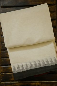 Kanjivaram Sarees Silk, Kalamkari Saree, Saree Blouse Neck Designs, Saree Blouse Patterns, Kota Sarees, Indian Sarees, Swadeshi Movement, Indian Textiles, Dress Indian Style