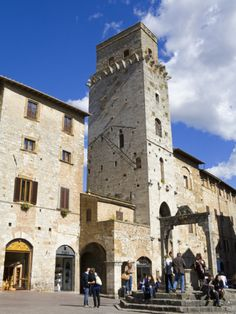 Travel Italy - Piazza in San Gimignano