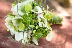 tips on choosing a wedding florist | allure premiere event florists » Modern Eau Claire Wisconsin Wedding Photography by Christy Janeczko Photography