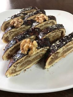 Karácsonyi zserbótekercs, ennél finomabb édességgel meg sem lephetnénk a szeretteinket! Hungarian Desserts, Hungarian Recipes, Banana Bread Recipes, Cake Recipes, Dessert Recipes, No Salt Recipes, Sweet Recipes, Cooking Recipes, Smoothie Fruit