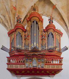 Monasterio de Santa Cruz, Coímbra, Portugal, 2012-05-10, DD 09 organ edit - User:Poco a poco/Gallery - Wikimedia Commons