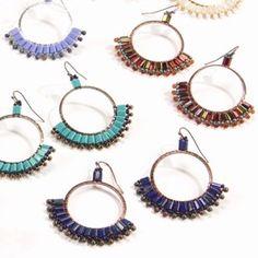 Brick Stitch Hoop Instructions Beaded Earrings Patterns, Beaded Jewelry Designs, Seed Bead Jewelry, Seed Bead Earrings, Round Earrings, Diy Earrings, Seed Beads, Bead Crochet Patterns, Weaving Patterns