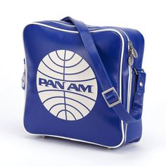 Vintage Planes Pan Am - Originals - Innovator - Pan Am - From the Beatles to JFK, Pan Am elite passengers in the sixties could be seen with this bag on their shoulders. Pan Am, Air Festival, My Unique Style, Vintage Airplanes, Vintage Travel Posters, Blue Bags, Travel Bag, Travel Gifts, Travel Accessories
