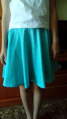 Falda plato en algodón  turquesa con topitos blancos