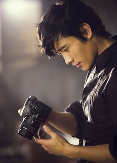 Byung-hun Lee. Very sexy. I hope to see him in more films released on this side of the Pacific.