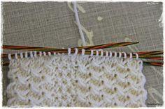 Nappisukkiin on kyselty ohjetta jo viime talvena. Tässä se vihdoin olisi. Käytän näissä lankana melkein aina Gjestalin Jannea, tykkää...