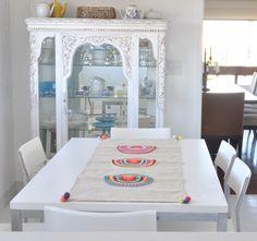 Camino de mesa, hecho a mano con círculos tejidos en crochet www.tiendadecostumbres.com.ar