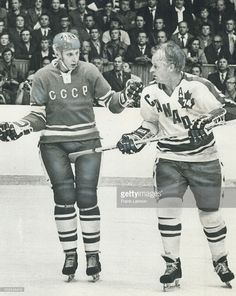 The Canadiens vs the Soviet Union in the biggest confrontation on all time in hockey history Men's Hockey, Hockey Games, Hockey Players, Hockey Stuff, Montreal Canadiens, Nhl, Hockey Pictures, Hockey Boards, Vancouver Canucks