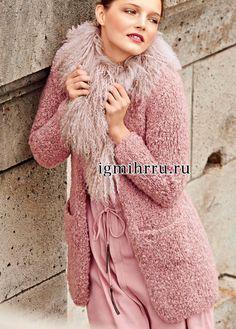 ВЯЖЕМ ИЗ АЛИЗЕ СОФТИ ИЛИ ИЗ ДРУГИХ НИТОК ( ПЛЮШ). ВЗЯТО ИЗ ИНТЕРНЕТА | Вязание для себя и на заказ Mantel, What To Wear, Material, Fur Coat, High Neck Dress, Turtle Neck, Beautiful Women, Pullover, Knitting