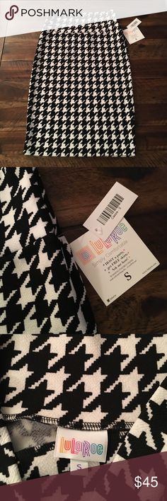LuLaRoe Cassie Skirt LuLaRoe Cassie Skirt, in a classic black and white houndstooth print easy to pair with a black sweater and boots. Super stretchy. NWT. LuLaRoe Skirts Pencil
