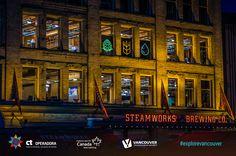 Tradicional em Vancouver, a cervejaria Steamworks Brewery é um ótimo lugar para fazer degustação de cervejas e conhecer os mais deliciosos rótulos da casa. Com um cardápio amplo, Steamworks é uma boa pedida tanto para o almoço quanto para quem quer fazer um happy hour. No verão, as varandas ficam cheias de mesas ao ar livre, um agradável atrativo para quem gosta do clima e de uma boa cerveja.