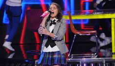Britney Spears returned to the schoolgirl outfit for Carly Rose Sonenclar's performance. Carly Rose Sonenclar, School Girl Outfit, Schoolgirl, Britney Spears, Factors, Singers, Live, Concert, People
