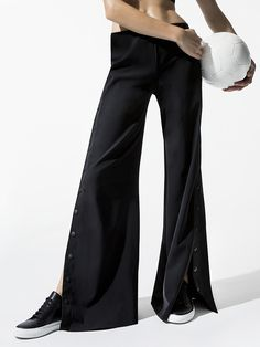 The high-waisted palazzo style Tommaso Pant from the Jonathan Simkhai x Carbon38 Collection is the perfect evolution in active fashion. The styling, inspired by 90's tear-away track pants, was created with a hip-hugging fit that finishes in an extra wide