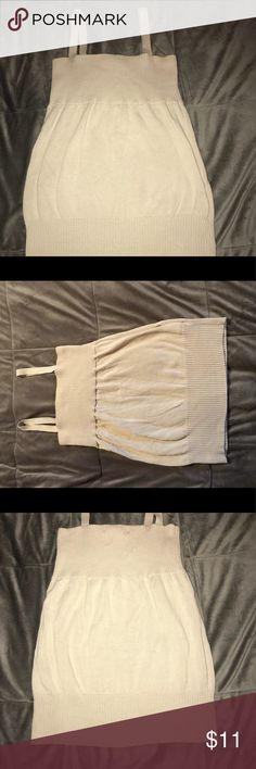 Women's Tank Top Cream colored Old Navy tank top! Super stretchy, really comfy. Great for a relaxing summer day! Covers bra straps! Old Navy Tops Tank Tops