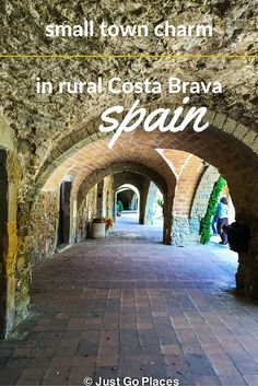 A photo tour of the countryside of the Costa Brava, a fertile land with pretty little fortified towns, delicious food and great bike routes - including easy ones which are good for family outings.
