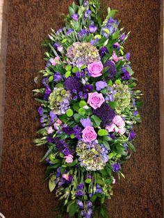 Casket spray Basket Flower Arrangements, Funeral Floral Arrangements, Flower Arrangement Designs, Funeral Sprays, Funeral Urns, Church Flowers, Funeral Flowers, Flower Shop Decor, Funeral Caskets