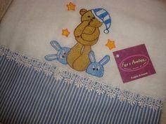 Fralda Luxo (tecido duplo) , 100% algodão, 0,70 x 0,70 bordadas com barra de tecido e detalhes diversos.
