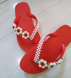 Crochet Girls Dress Pattern, Cd Crafts, Cross Stitch Patterns, Flip Flops, Girls Dresses, Craft Ideas, Beads, Inspiration, Shoes
