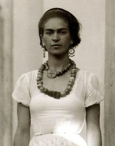 what a beautiful shot of Frida Kahlo