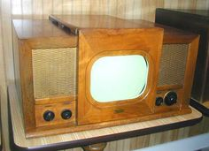 (1947 - 10 inch)  Uses RCA 630 chassis
