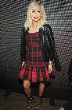 Singer Rita Ora looked red hot when she attended the DKNY Women's fashion show during New York Fashion Week, donning a tartan dress teamed with a leather jacket on Feb. Plaid Fashion, Star Fashion, Retro Fashion, Fashion Show, Womens Fashion, Modern Fashion, Rita Ora, New York Fashion, Costume Institute