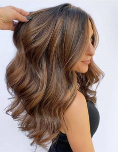 Best Of Brunette Balayage Hair Color Shades in 2020 Brown Hair With Blonde Highlights, Hair Color Highlights, Hair Color Balayage, Hair Color Shades, Hair Color Techniques, Long Wavy Hair, Hair Looks, Beyonce, Hair Cuts