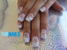Uñas Acrílicas Naturales de Novia con Decorado 3D a Mano Alzada en Acrílico y Cristales de Swarovski Agregarme a tus amigas de Facebook para más información. https://www.facebook.com/topnails.acrilicas http://www.topnails.cl/ Cel:94243426, saludos Beatriz