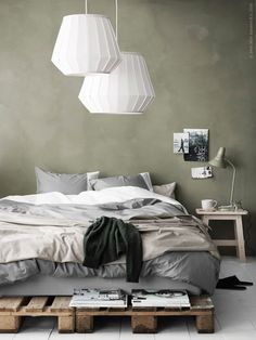 LAKHEDEN lampenkap | Deze pin repinnen wij om jullie te inspireren. IKEArepint IKEA IKEAnederland lamp verlichting led-lamp led led-verlichting duurzaam wit slaapkamer kamer bed trendy hip design trends trend meubel meubels meubelen decoratie accessoires interieur wooninterieur inspiratie wooninspiratie