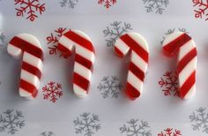 Candy Cane Jello Shots (might not be possible w/ agar agar b/c of setting at room temp)