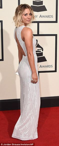Grammys 2016 red carpet sees Kaley Cuoco show off her toned physique   Daily Mail Online