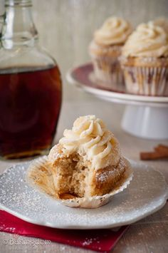 Streusel Topped French Toast Cupcakes with Maple Buttercream. A perfect dessert you can have for breakfast Cupcake Recipes, Cupcake Cakes, Dessert Recipes, French Toast Cupcakes, Yummy Treats, Sweet Treats, Yummy Cupcakes, Maple Cupcakes, Eat Dessert First