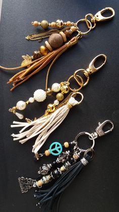 Handmade Keychains, Diy Keychain, Leather Keychain, Handmade Jewelry, Beaded Purses, Beaded Jewelry, Beaded Bracelets, Bijoux Diy, Beads And Wire