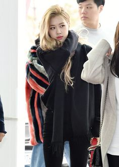 Rosé Airport Photos at Incheon to Taiwan on March 2019 Looking Gorgeous, How Beautiful, Jennie Lisa, Blackpink Fashion, Park Chaeyoung, Airport Style, Airport Fashion, Kpop Outfits, South Korean Girls